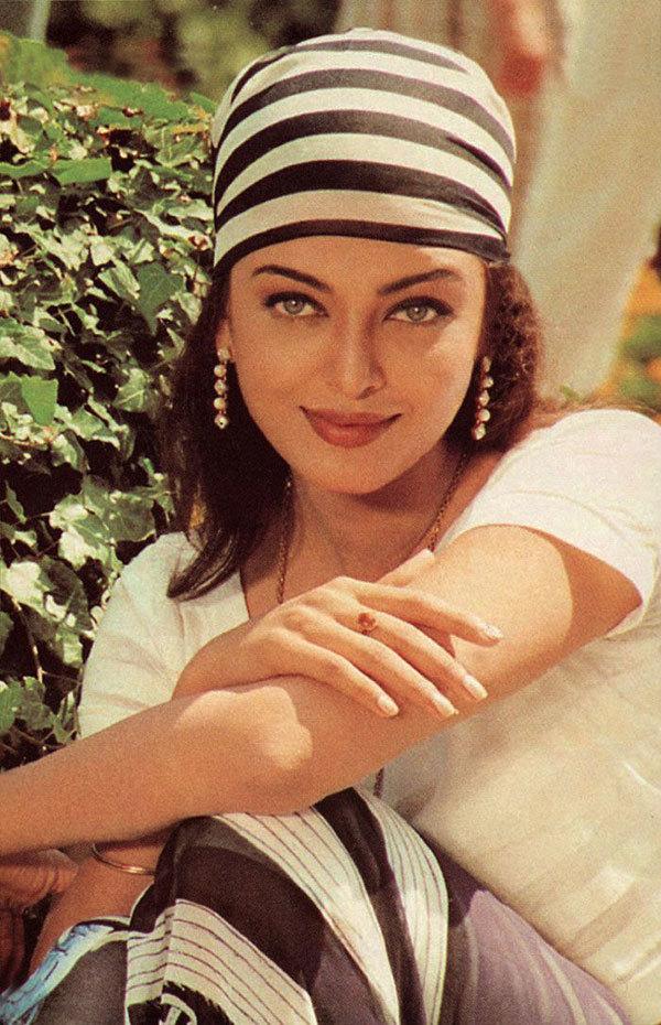 """<p> Ngôi vị Hoa hậu Thế giới giúp <a href=""""https://giaitri.vnexpress.net/tin-tuc/gioi-sao/quoc-te/hoa-hau-aishwarya-rai-xuat-hien-sau-vu-ro-ri-ho-so-panama-3384760.html"""">Aishwarya Rai </a>phát triển sự nghiệp diễn xuất và làm mẫu. Vai diễn đầu tiên của cô trong <em>Iruvar</em> (năm 1997) được đánh giá cao. Tác phẩm cũng chiến thắng hạng mục """"Phim hay nhất"""" tại Belgrade International Film Festival.</p>"""