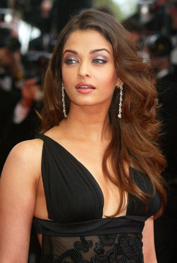"""<p> Aishwarya Rai được tạp chí <em>Global Beauties</em> bầu chọn là """"Hoa hậu đẹp nhất thế giới"""" năm 2000 và 2010.</p>"""