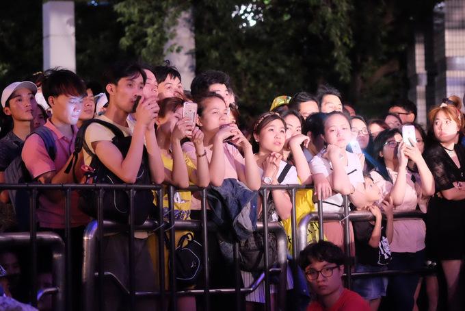 Hàng nghìn khán giả cổ vũ Hồ Quỳnh Hương tại Nhật