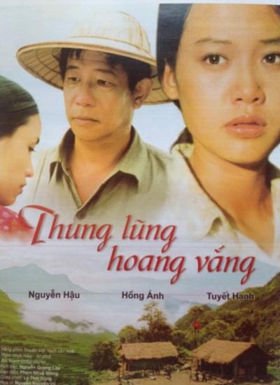Năm 2002, phim điện ảnh Thung lũng hoang vắng giúp Hồng Ánh tiến xa hơn trên nấc thang diễn xuất. Chị vào vai Hồng Ánh, người thể hiện vai chính trong phim, được giới điện ảnh châu Á nhận xét là một diễn viên tài năng với lối diễn xuất tự nhiên và linh hoạt.