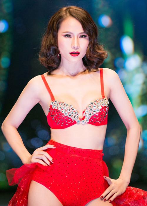 Ngọc Trinh, Thái Hà trang điểm nổi bật khi diễn nội y