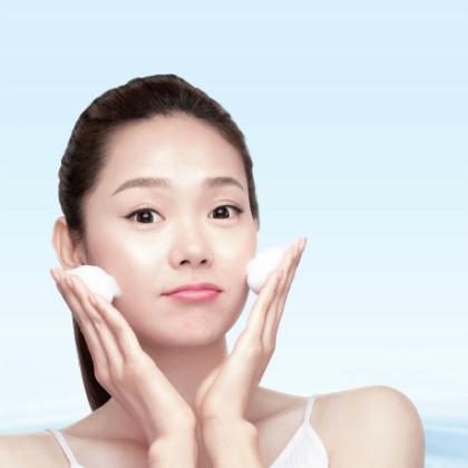 Làm sạch da bằng việc rửa mặt có vai trò quan trọng trong quy trình chăm sóc da
