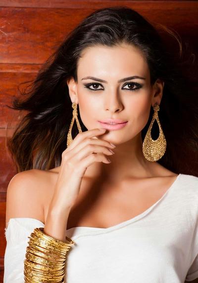 Beatrice Fontoura, cô gái sở hữu chiều cao 1,79 m, đánh bại 40 thí sinh khác để giành vương miện Miss Brazil 2016.