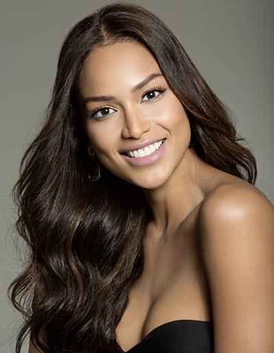Andrea Tovar, Hoa hậu Hoàn vũ Colombia, cao 1,78 m, nặng 54 kg.