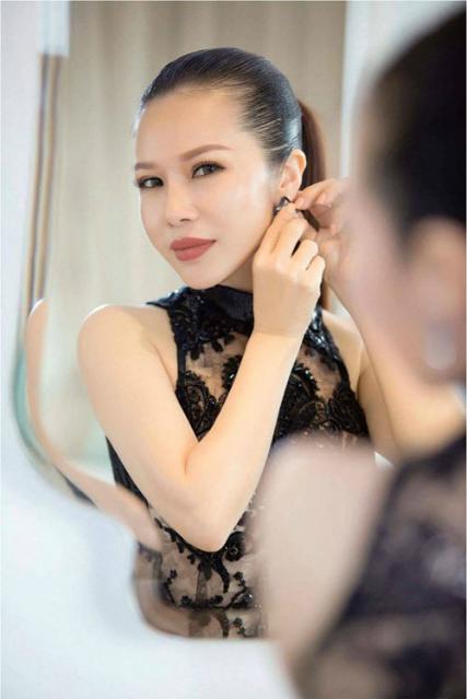 hoa-khoi-lan-phuong-dien-dam-den-trang-thoi-thuong-7