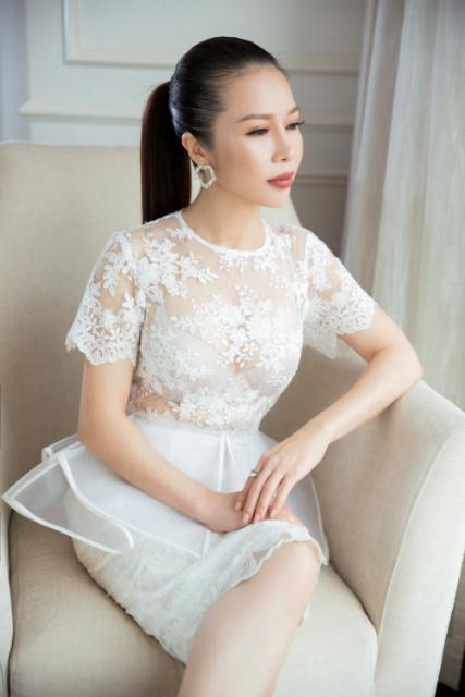 hoa-khoi-lan-phuong-dien-dam-den-trang-thoi-thuong-4