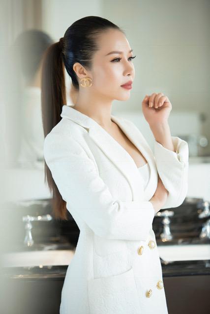 hoa-khoi-lan-phuong-dien-dam-den-trang-thoi-thuong-3