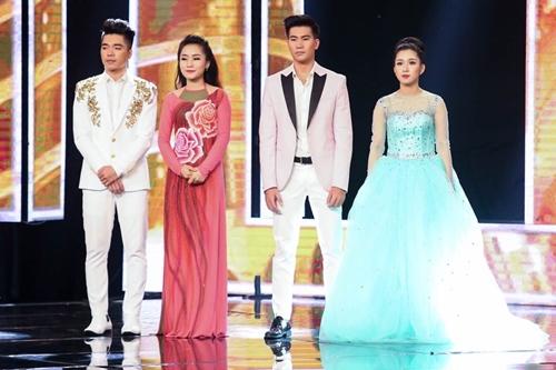Top 4 thi sinh từ trái sang: Triều Quân, Phương Liên, Ngọc Sơn, Hellen Thuỷ.