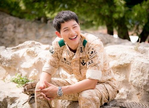 loat-phim-gay-bao-cua-my-nam-song-joong-ki-10