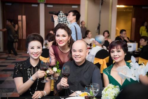 mai-phuong-thuy-ngoc-han-khoe-sac-cung-cac-doanh-nhan-trong-su-kien-9