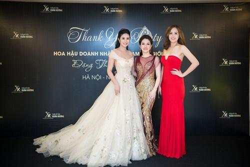 mai-phuong-thuy-ngoc-han-khoe-sac-cung-cac-doanh-nhan-trong-su-kien