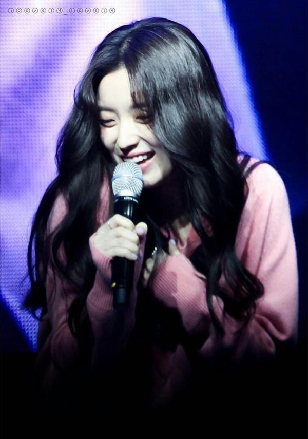 'Mỹ nhân cười đẹp nhất Hàn Quốc' họp fan nhân 13 năm ra mắt