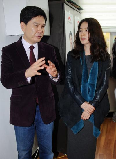 Shim Eun Ha và chồng tại một sự kiện năm 2014.