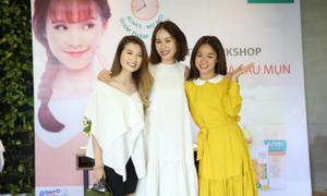 Beauty blogger hướng dẫn cách chăm sóc da sau mụn