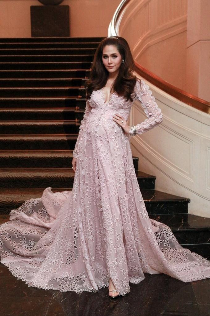 Công nương Kate đẹp nhất tuần với phong cách hoàng gia