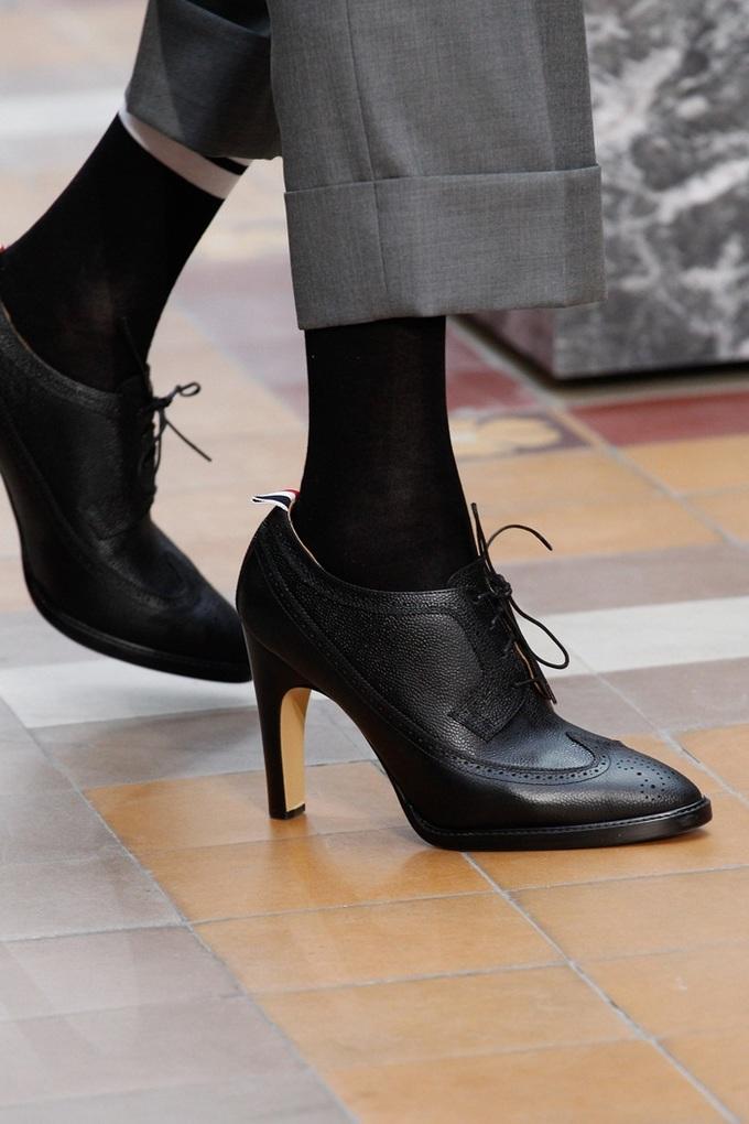 Những chàng trai mặc váy, đi giày cao gót của Thom Browne