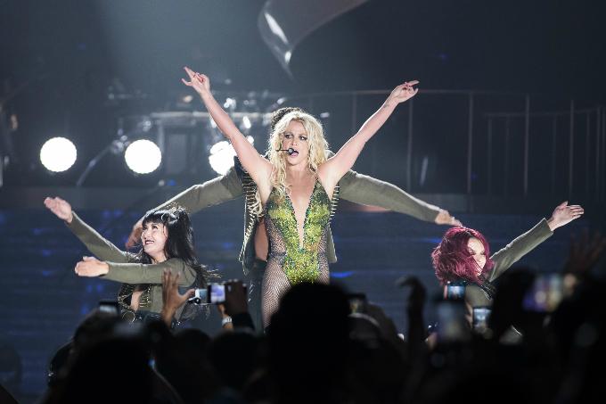 Britney-Spears-Bangkok-2306201-4198-2995