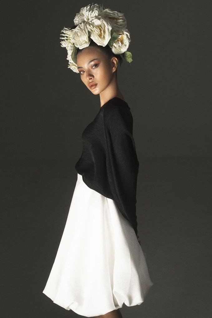 Tú Hảo The Face diện váy đen trắng của Đỗ Mạnh Cường