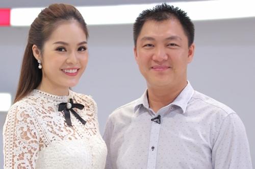 Dương Cẩm Lynh bên ông xã - nhà sản xuất phim Anh Khoa.