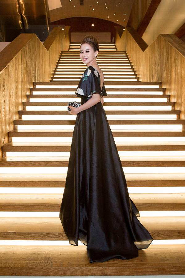 Dàn sao Việt diện váy trăm triệu đi sự kiện