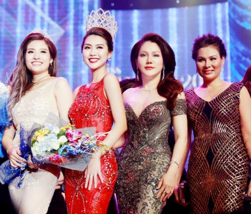 Hoa hậu Đông Nam Á Phan Hoàng Thu, Hoa hậu Sắc đẹp châu Á Tường Linh cùng tham dự cuộc thi năm nay với Hoa hậu Xuân Hương.