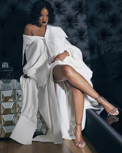 Rihanna mặc áo của Công Trí.