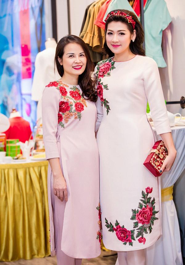 Những bà mẹ trẻ đẹp của sao Việt