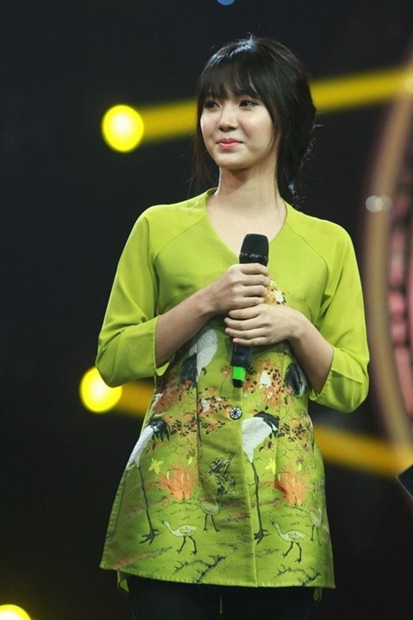 Jang Mi - hot girl 21 tuổi nổi tiếng nhờ hát Bolero