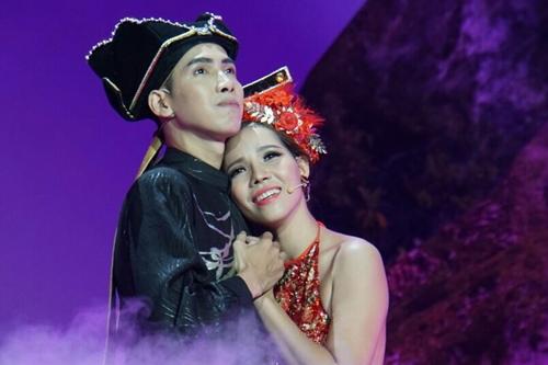 Một trong hai cặp diễn viên đóng vai Từ Thức và Giáng Hương