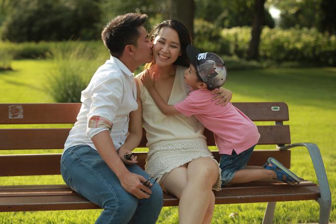 Dương Thùy Linh cùng chồng con du lịch châu Âu