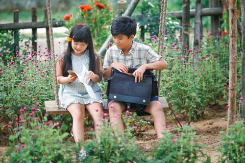 Minh Khang (phải) và Hà Mi - đóng vai Thư lúc nhỏ và Tiểu Li