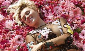 Miley Cyrus mặc xuyên thấu chụp ảnh tạp chí