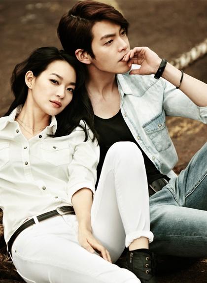Mỗi lần phải vào viện, Shin Min Ah đều đi cùng anh. Cặp tình nhân giữ tinh thần lạc quan trước bệnh tật.