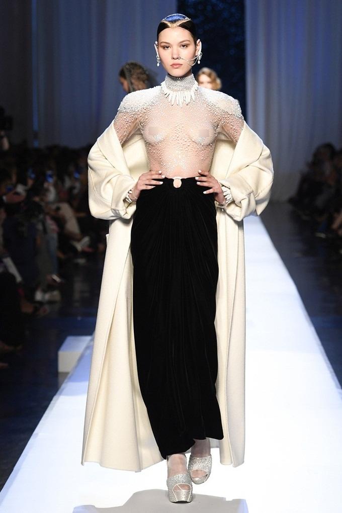 Những thiết kế lộ cơ thể ở Tuần thời trang Paris