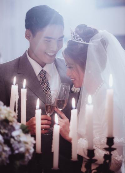 Quang Hùng - Quỳnh Châu đóng vai vợ chồng trong MV của Hồ Quỳnh Hương năm 2016.
