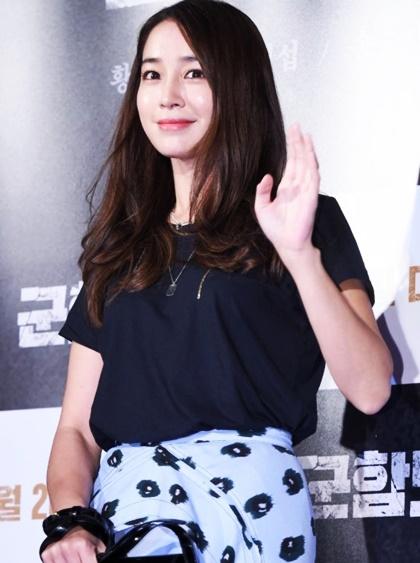 dan-sao-han-dinh-dam-do-bo-xem-phim-moi-cua-song-joong-ki-5