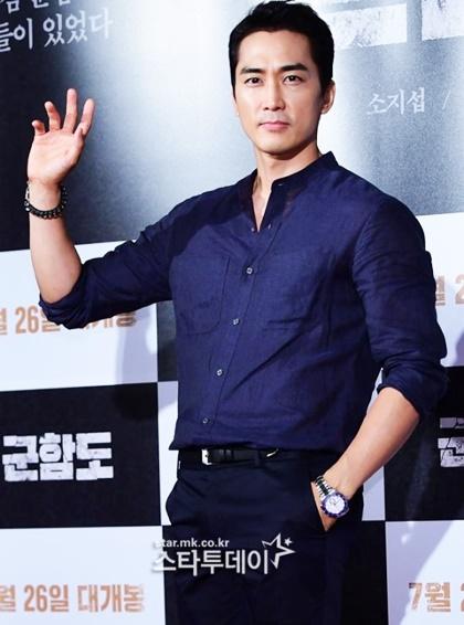 dan-sao-han-dinh-dam-do-bo-xem-phim-moi-cua-song-joong-ki-4