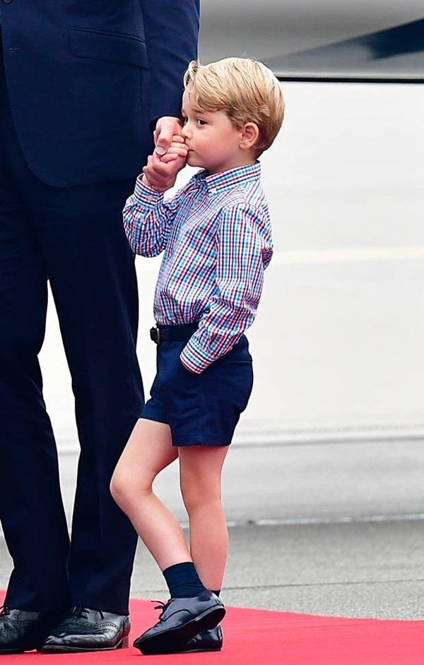 Váy áo bình dân của công chúa Charlotte, hoàng tử George