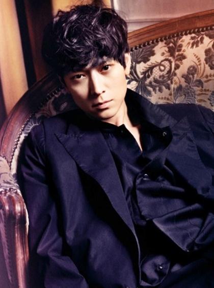 Đây là vai diễn mới của nam diễn viên thuộc hàng ăn khách nhất phòng vé Hàn Quốc sau các tác phẩm hành động đình đám gồm - My Brilliant Life, Camellia (đóng cùng Song Hye Kyo), Voice of a Murderer, Jeon Woo Chi, Secret Reunion, Kundo: Age of the Rampant, Haunters, The Priests và Burning.