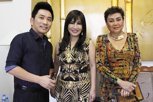 Thanh Lan bên ca sĩ Quang Thành (trái) và