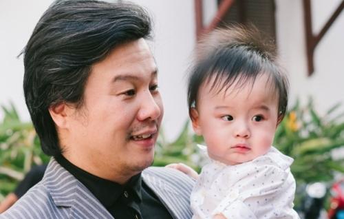Thanh Bùi lần đầu giới thiệu con với công chúng trong một sự kiện do công ty anh tổ chức.