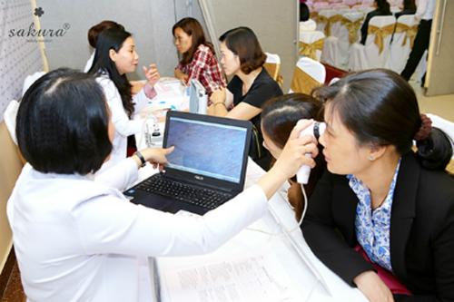 Từ ngày 4/3 đến ngày 25/6, Hành trình trị nám xuyên Việt đi qua 20 điểm dừng chân và 15 tỉnh thành, giúp hơn 3.000 chị em tìm được phương pháp trị nám mà không lo tái phát ngay tại nhà. Với những chị em các tỉnh thành nhỏ, không có điều kiện trị nám chuyên sâu bằng công nghệ hiện đại, đây là cơ hội để họ được soi khám da và tư vấn, điều trị cùng bác sĩ chuyên môn miễn phí.
