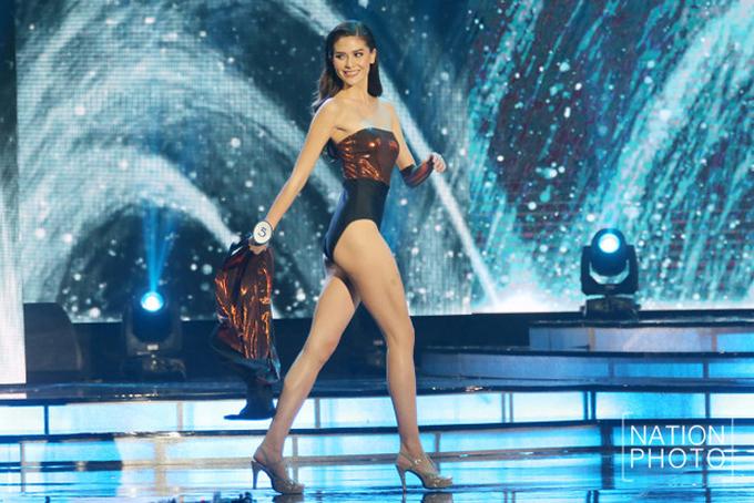 <p> Người đẹp thể hiện những bước catwalk chuyên nghiệp.</p>
