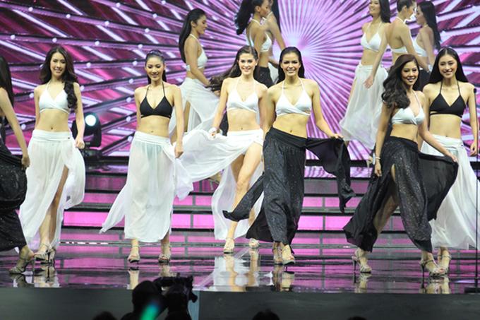 <p> Chung kết Hoa hậu Hoàn vũ Thái Lan năm nay được nhiều khán giả khen ngợi vì sân khấu đẹp, trang phục cho thí sinh bắt mắt, các màn trình diễn tôn vinh vẻ đẹp phụ nữ.</p>