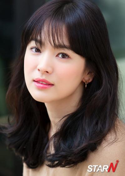 Không chỉ giữ phong độ ổn định và ngày càng tiến xa trong sự nghiệp, Song Hye Kyo nổi tiếng là người đẹp có nhan sắc khó phai.