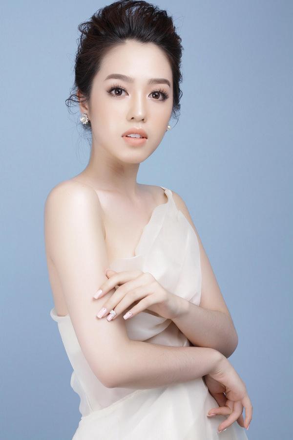 Nữ sinh Hàng không thi Hoa hậu Hoàn vũ Việt Nam