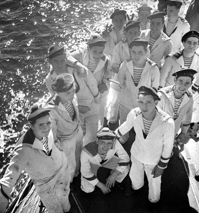 Áo Breton là trang phục lót của các thủy thủ.