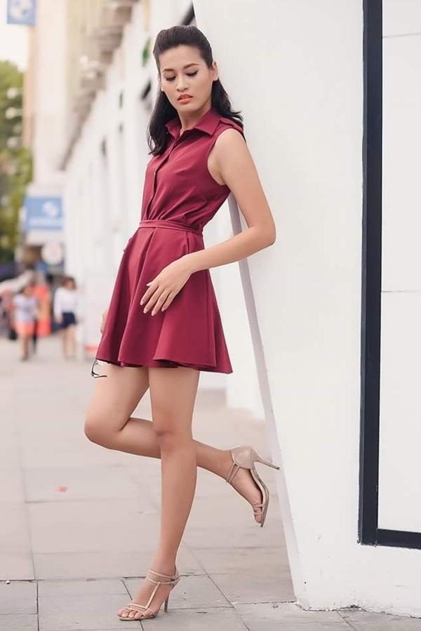 <p> Cô cao 1,79 m, số đo 88-63-96 cm và là chuyên viên tư vấn bất động sản.</p>