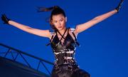 Người mẫu Next Top thất bại với thử thách nhảy từ nóc nhà