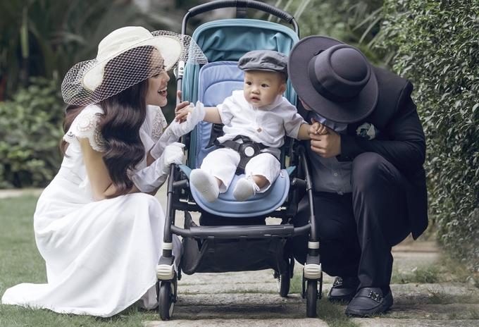 Dương Cẩm Lynh khoe con trai bên chồng doanh nhân